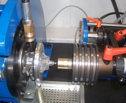 Doważenie elementów wirujących rdzenia turbosprężarki na wysokoobrotowej doważarce